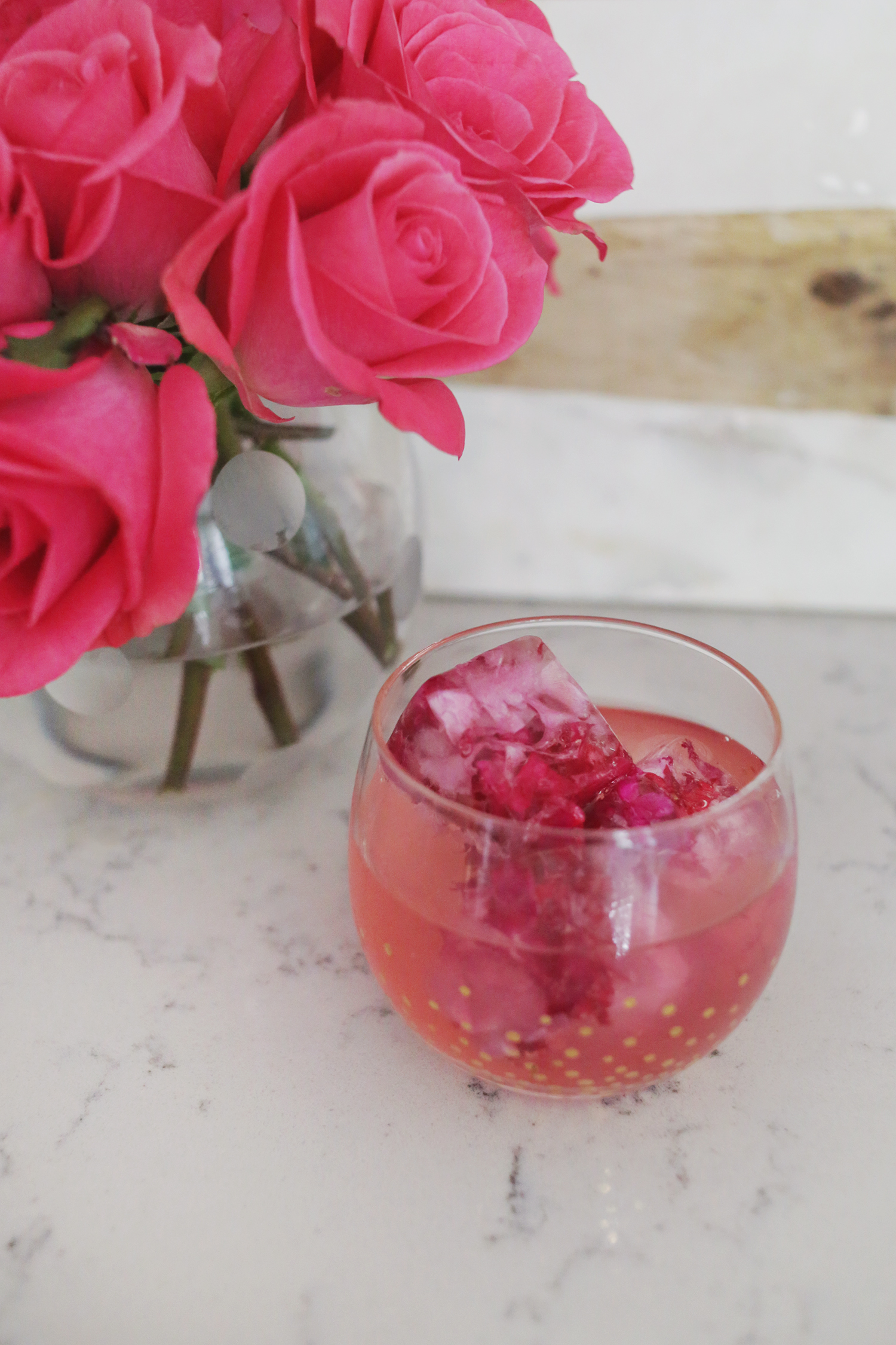 How to make floral ice cubes