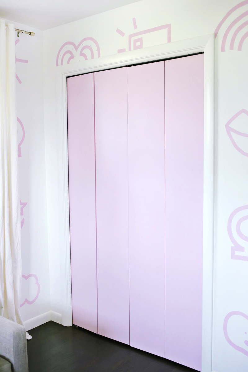 Star Trim Closet Door DIY (click through for tutorial)