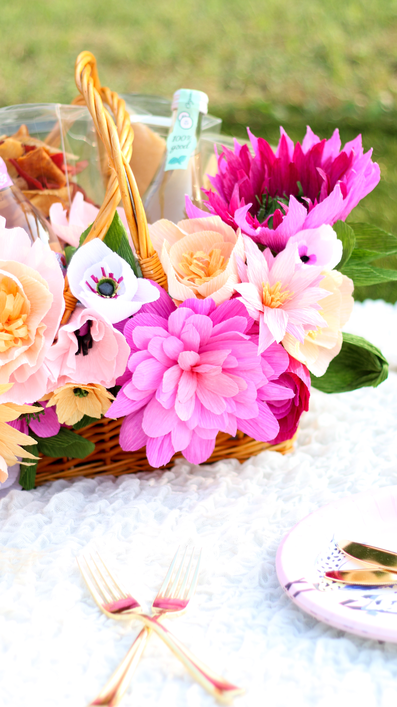 Make your own floral picnic basket (click through for tutorial) _