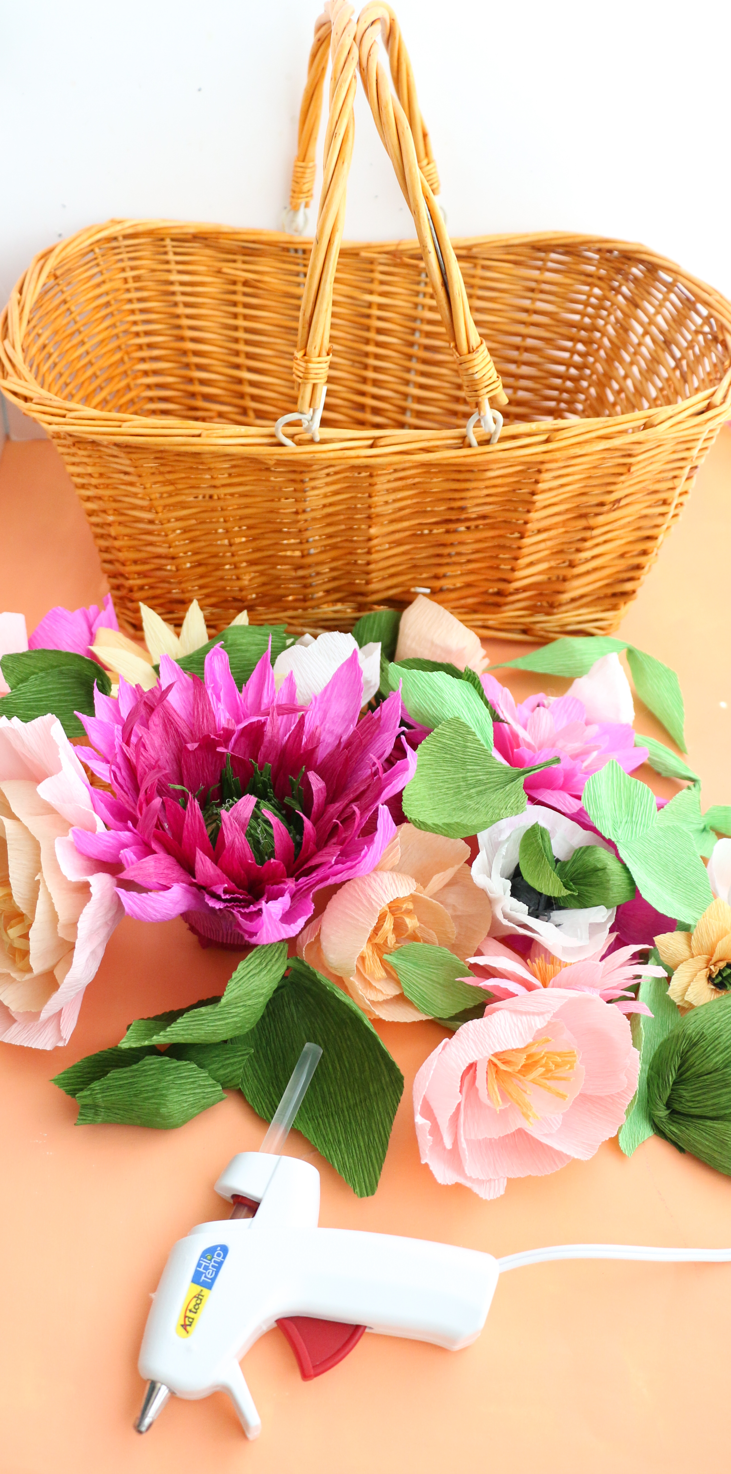 Make your own floral picnic basket (click through for tutorial) _-7