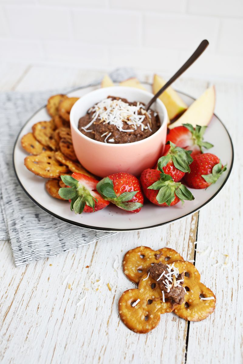 Chocolate coconut cookie dip (non dairy!) click through for recipe