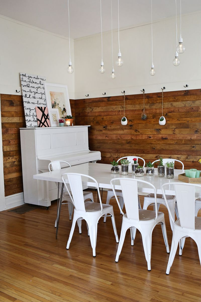 Natural wood and white in the dining room