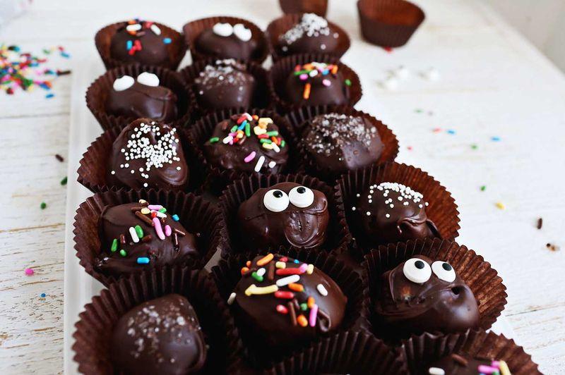 Easy No Bake Truffles (via abeautifulmess.com)