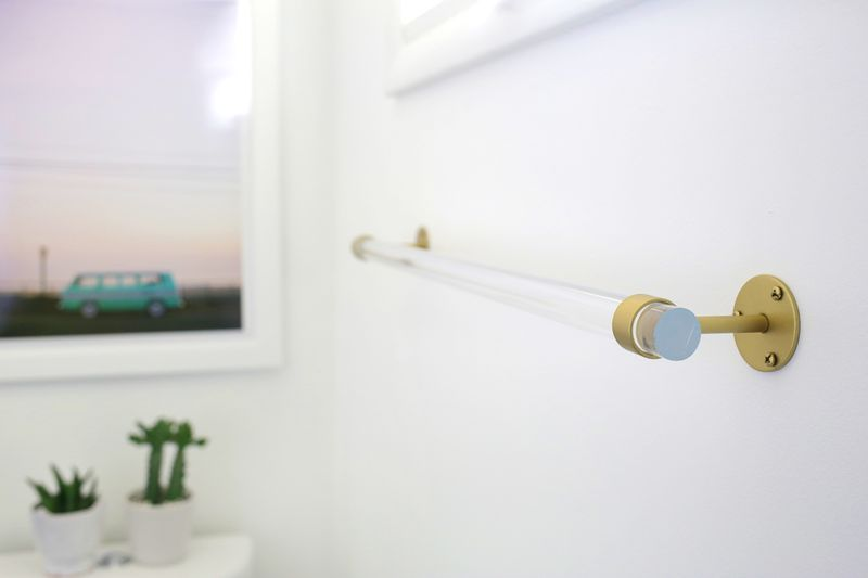 Lucite Towel Bar DIY (click through for tutorial)