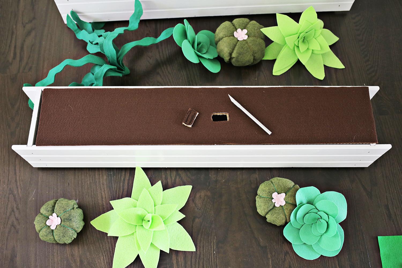 Felt Succulent Window Box DIY (click through for tutorial)