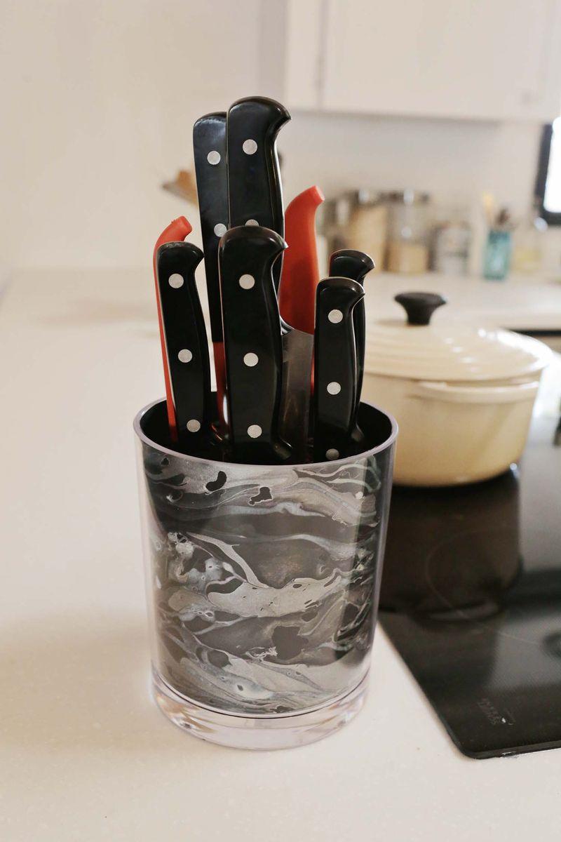 Easy marbled knife holder
