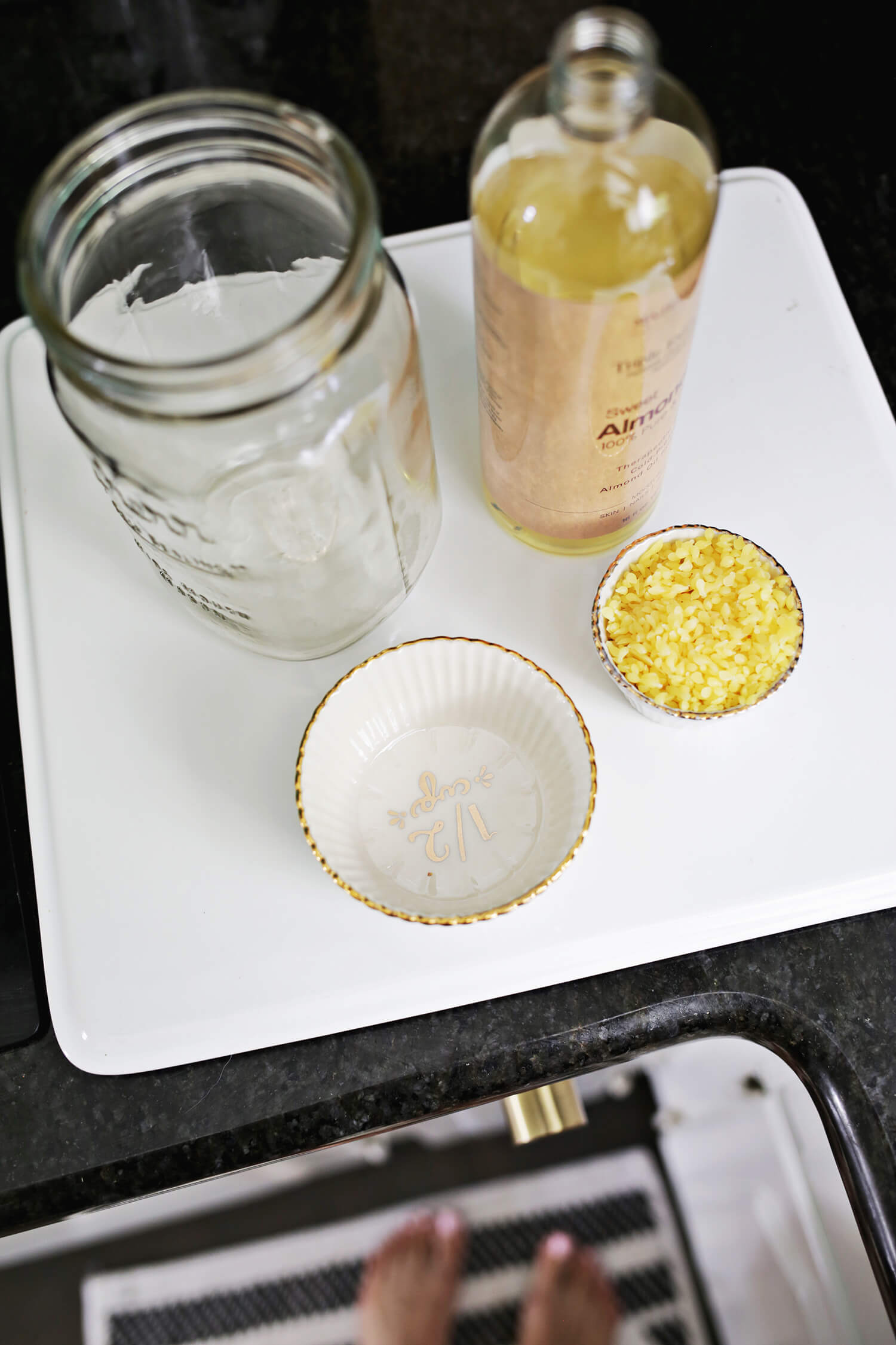 Lavender + Vanilla Body Butter DIY (click through for tutorial)