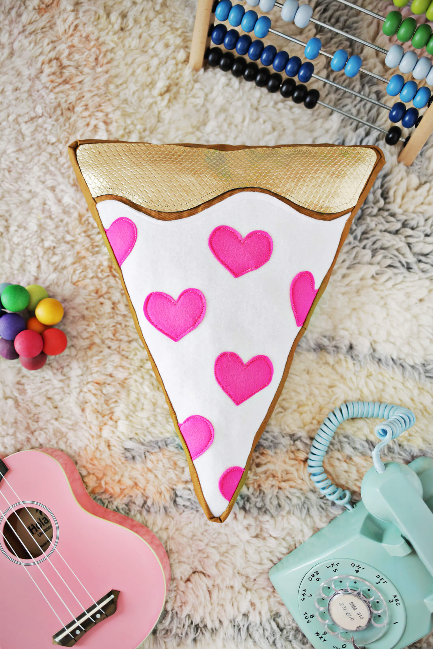 Too Cute! Pizza Plush DIY! (click through for tutorial)