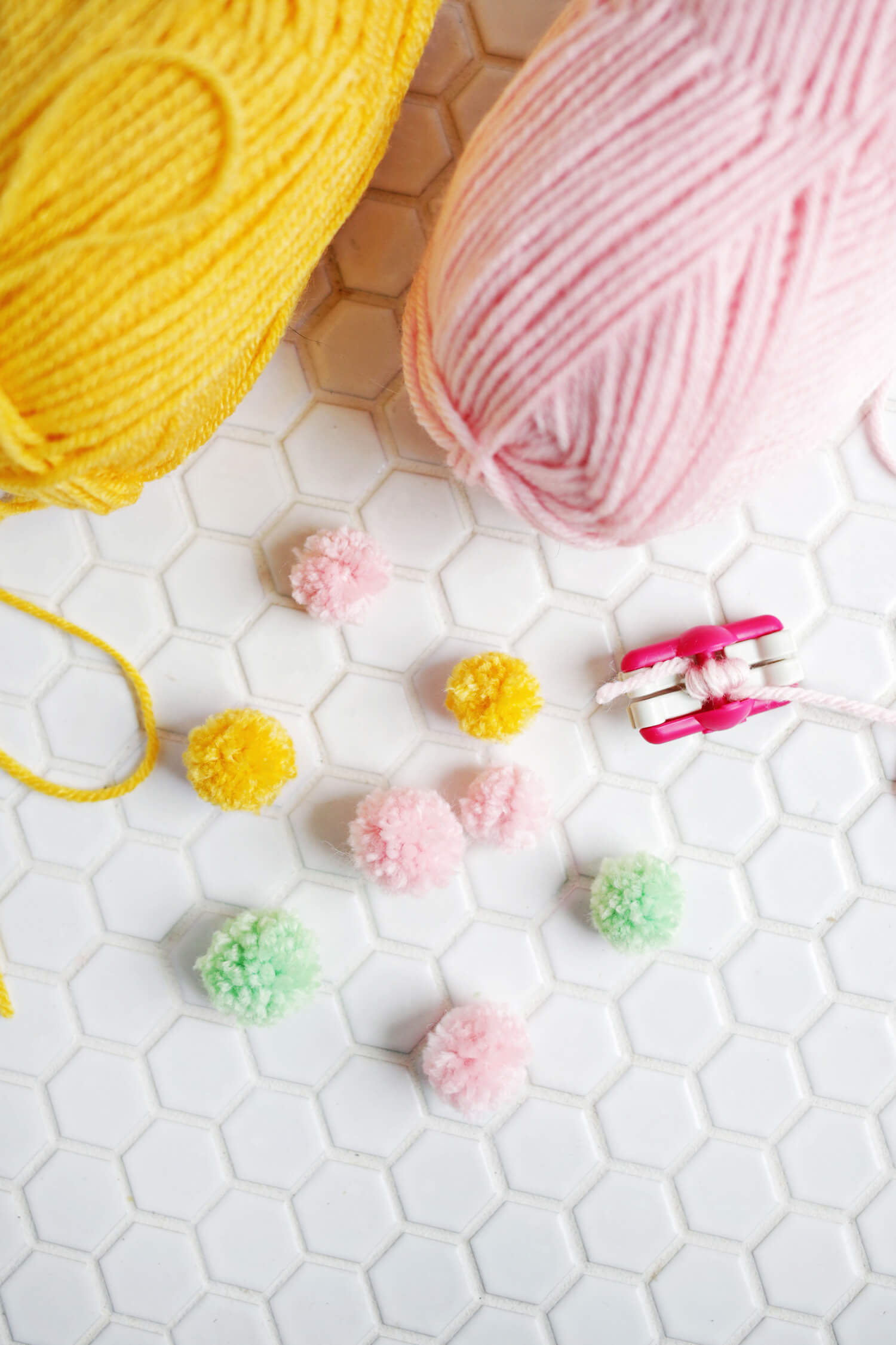 So cute! Pom-pom bracelet DIY (click through for tutorial)