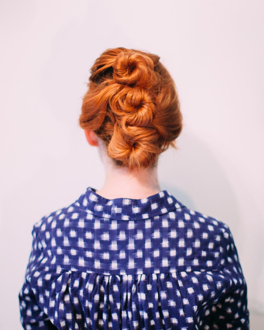 Easy messy updo for shorter hair (click-through for the full tutorial)