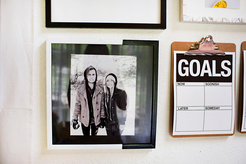 5 Ways to Update an Old Photo Frame (via abeautifulmess.com)